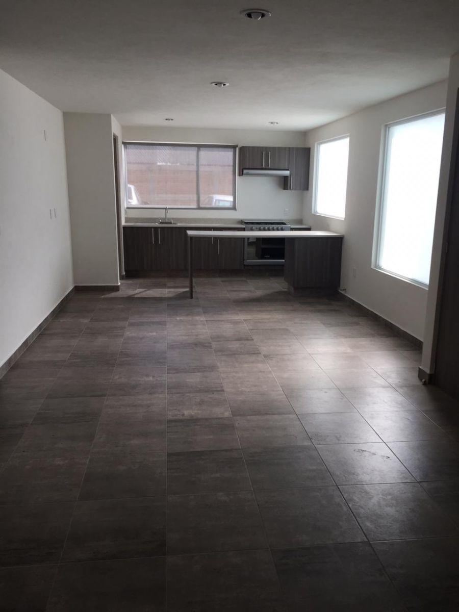 1 de 9: Amplio e iluminado espacio para comedor y sala.