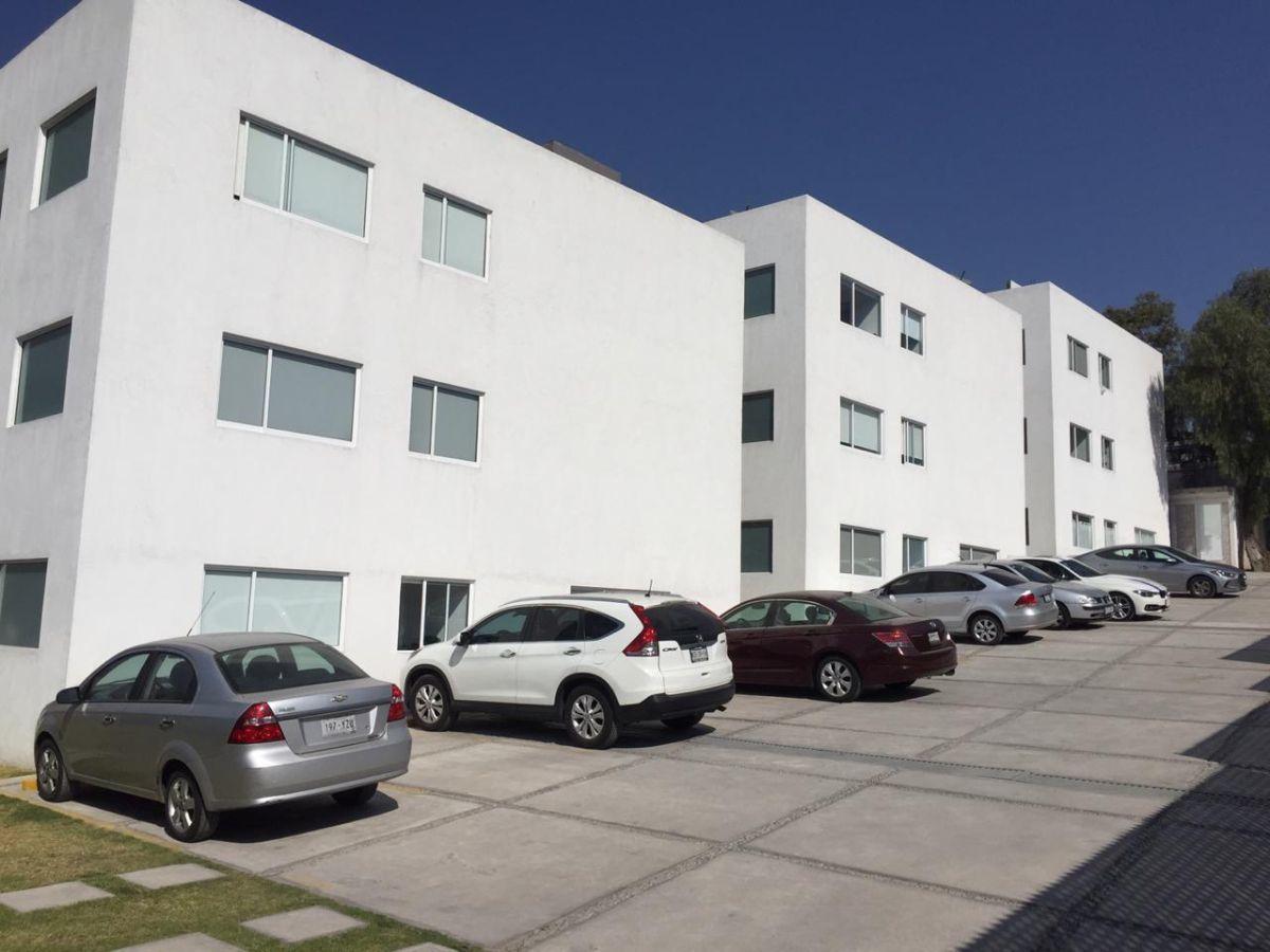 9 de 9: Condominio de 9 departamentos divididos en tres torres.