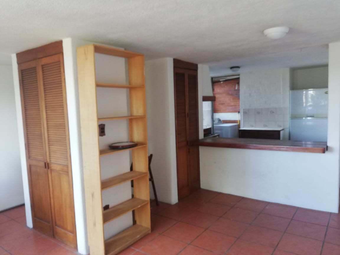 5 de 24: área de almacenaje, barra de cocina