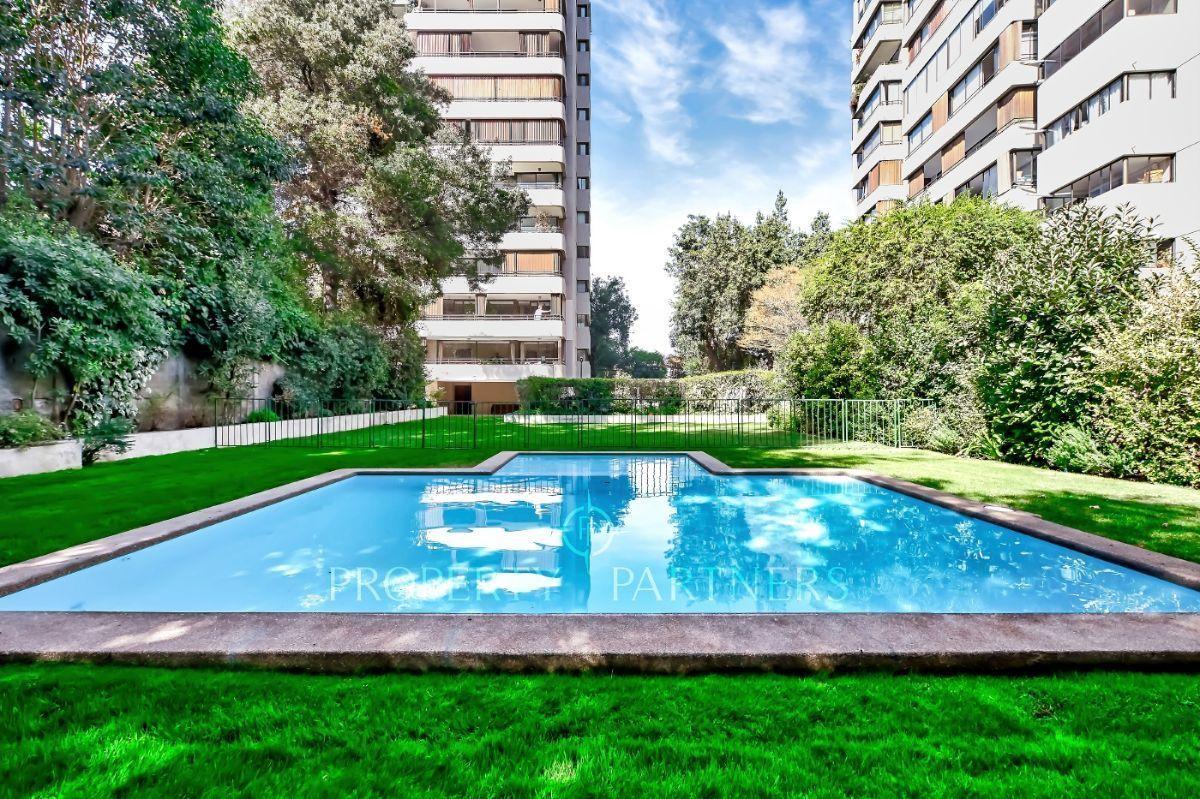 1 de 12: Linda piscina con jardín