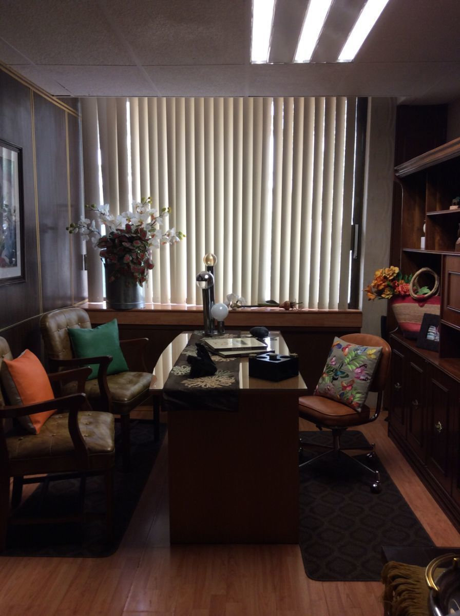 2 de 11: Vista de oficina o consultorio