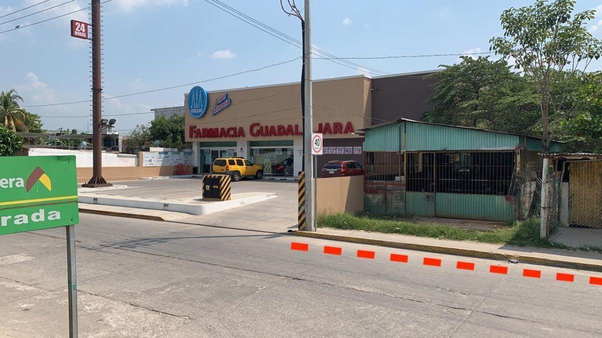 2 de 13: Colindante con Farmacia Guadalajara