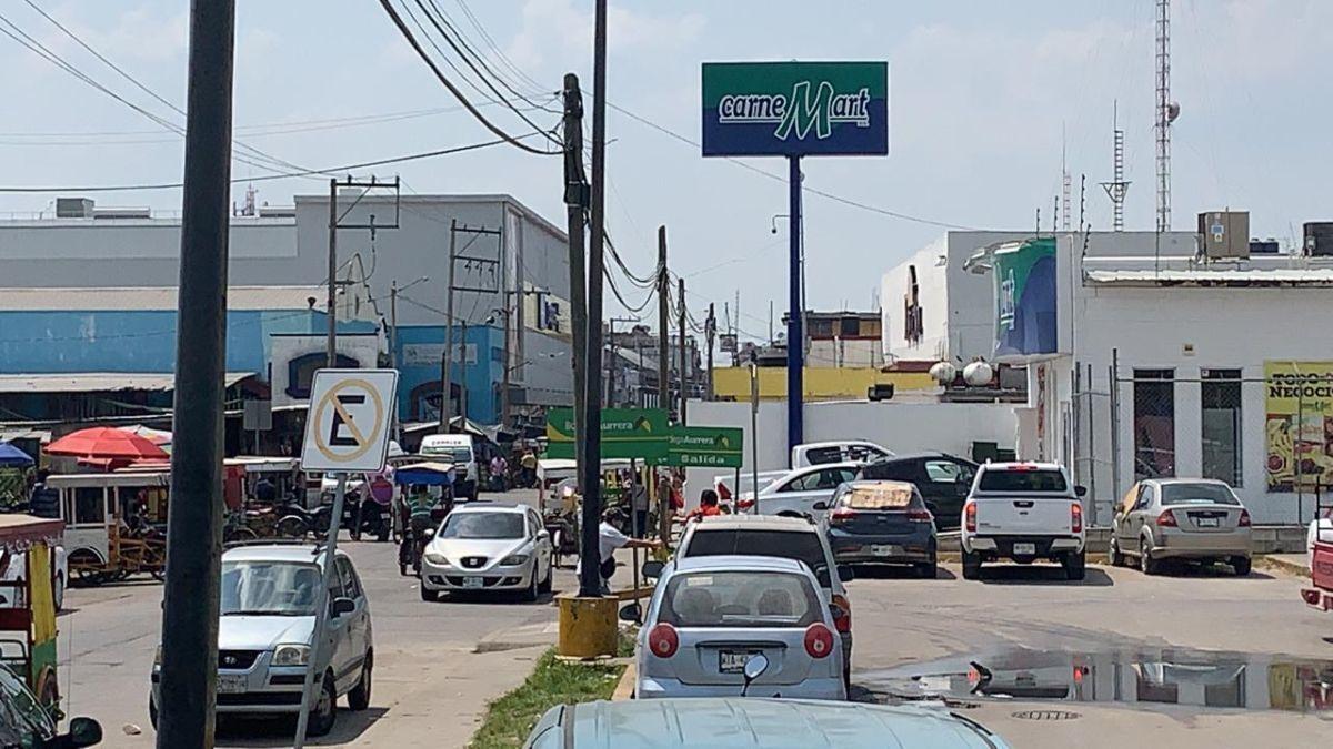 9 de 13: Gran afluencia vehicular y peatonal