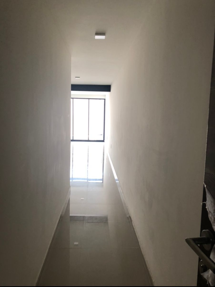3 de 23: Pasillo entrada