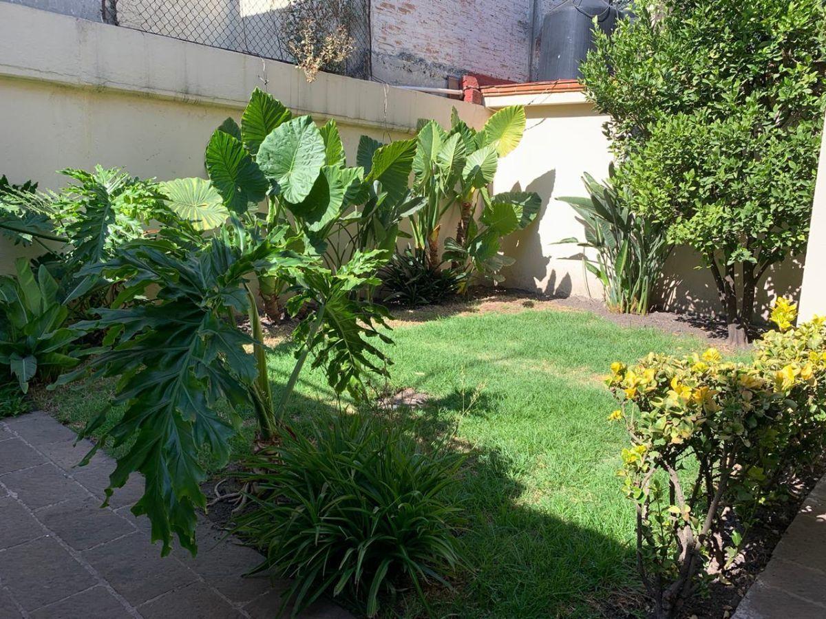 10 de 19: Jardín Trasero