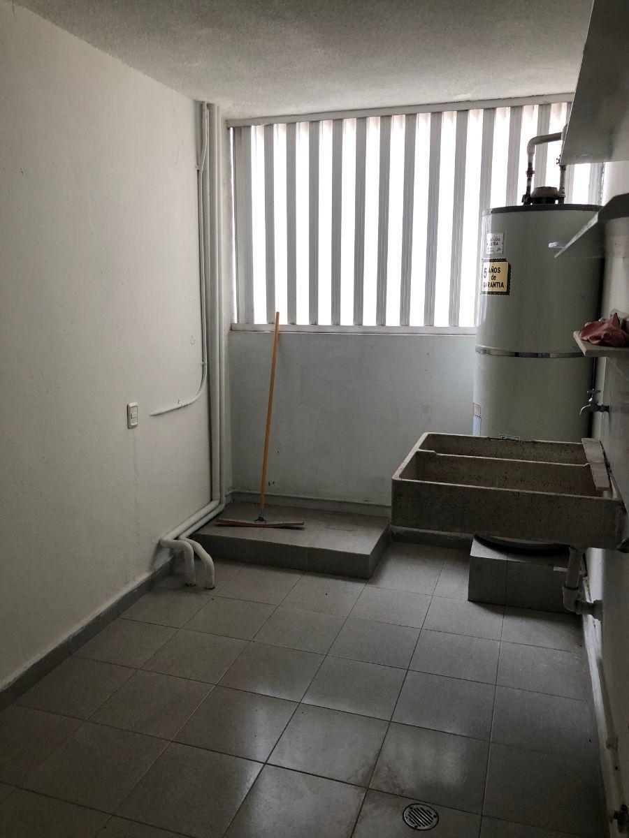 9 de 35: Área de lavandería y servicio.