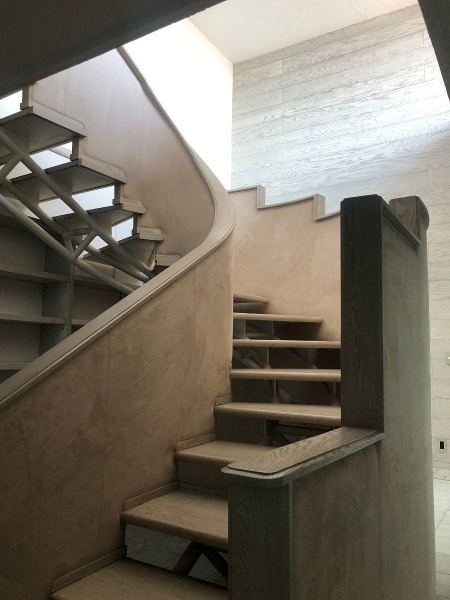 24 de 35: Escaleras a segundo nivel