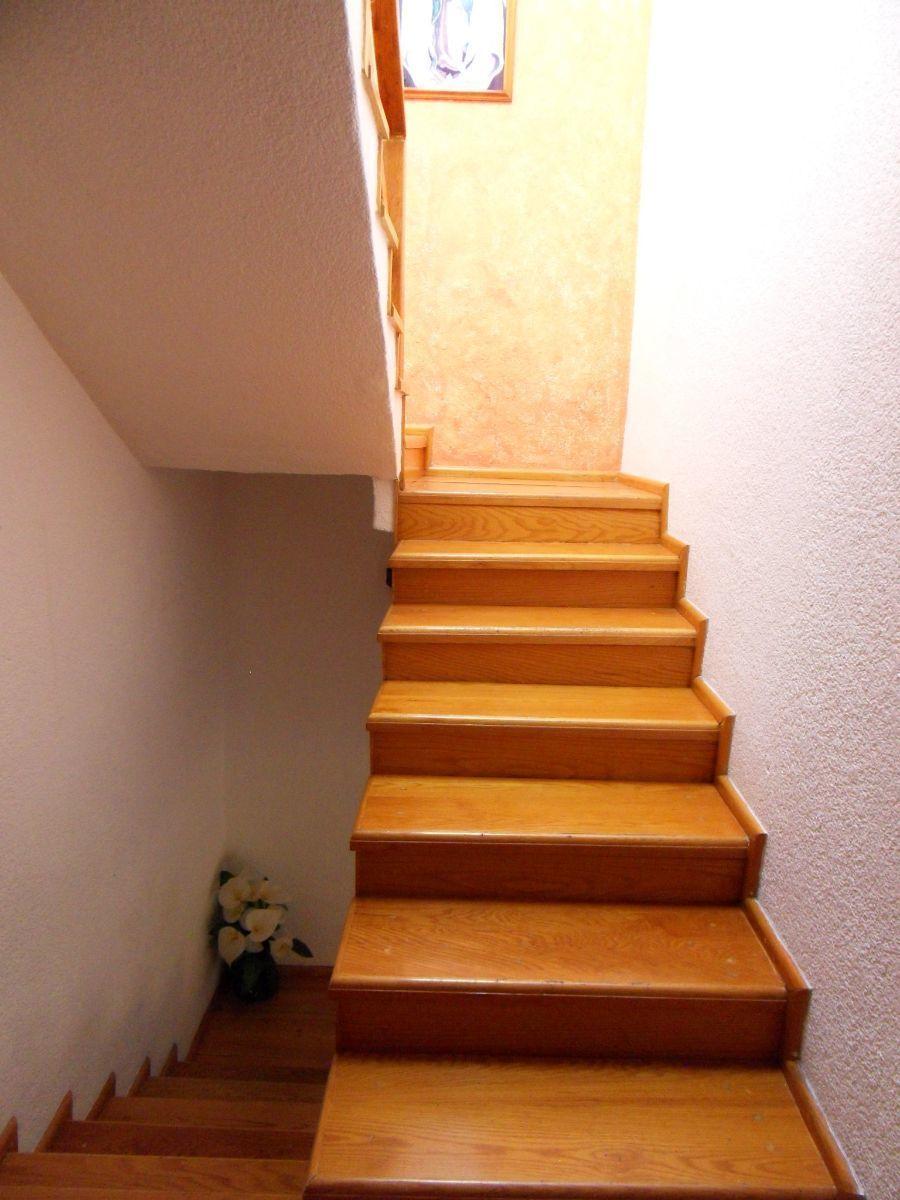 24 de 27: Escaleras