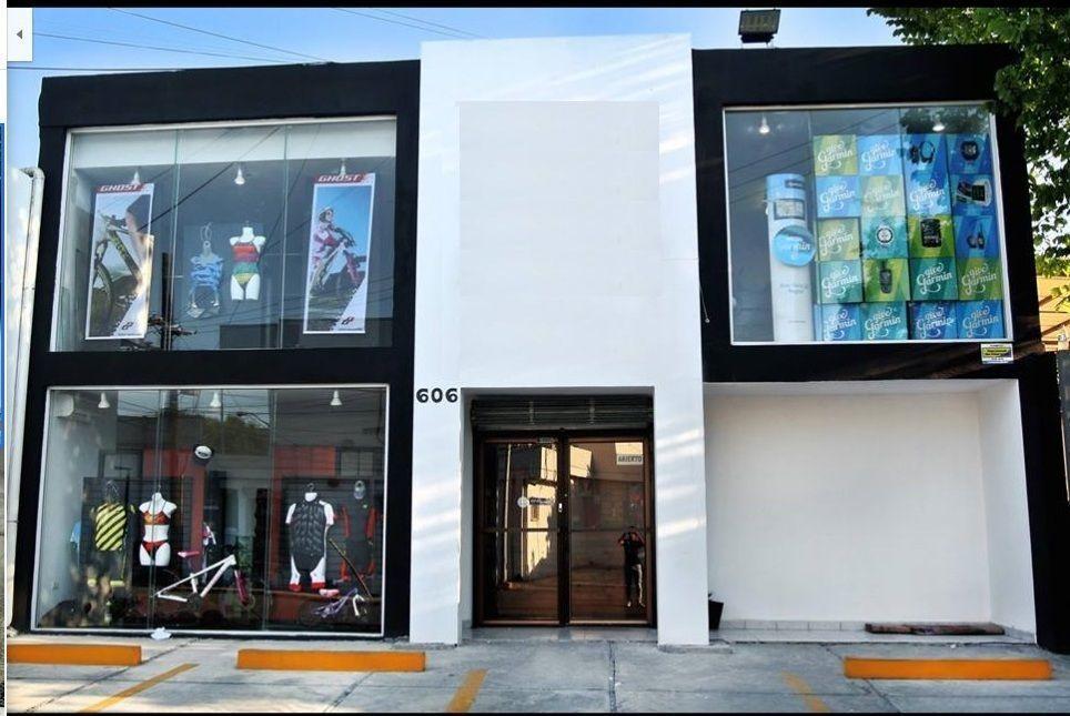 2 de 9: Local comercial con ventanales de piso a techo