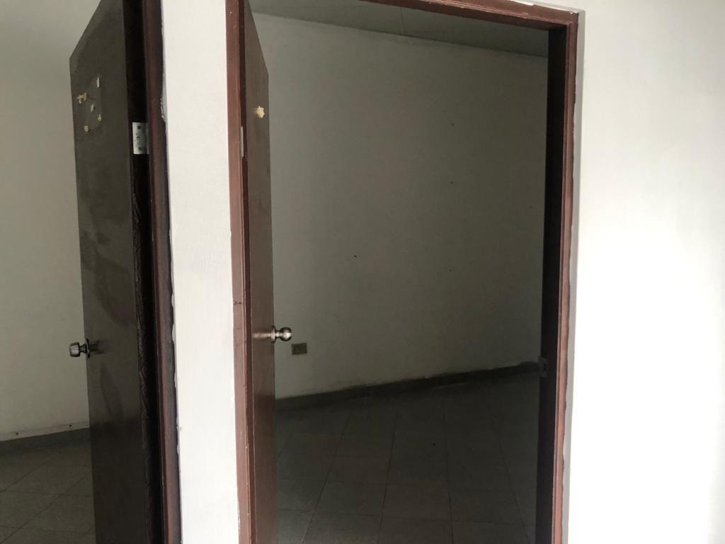6 de 15: Cuenta con tres oficinas privadas