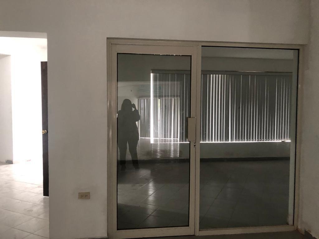 5 de 15: Espacio cerrado para sala de juntas