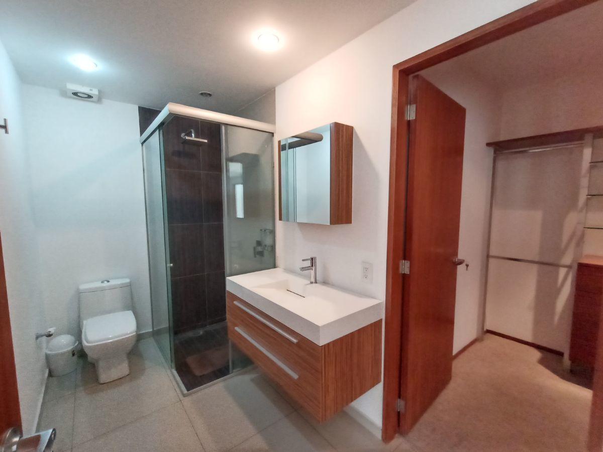 5 de 27: Baño completo con vestidor