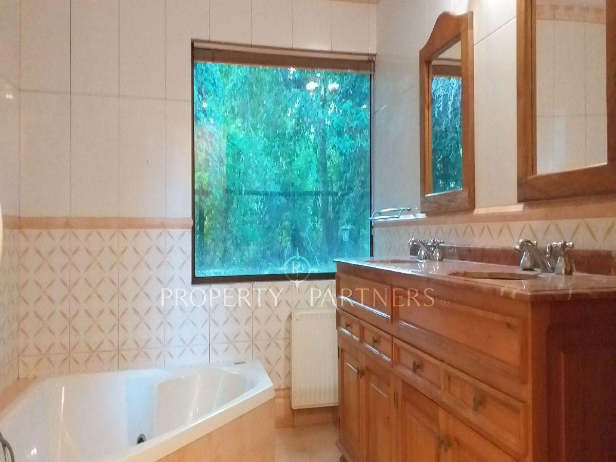 9 de 12: Baño suite dormitorio principal