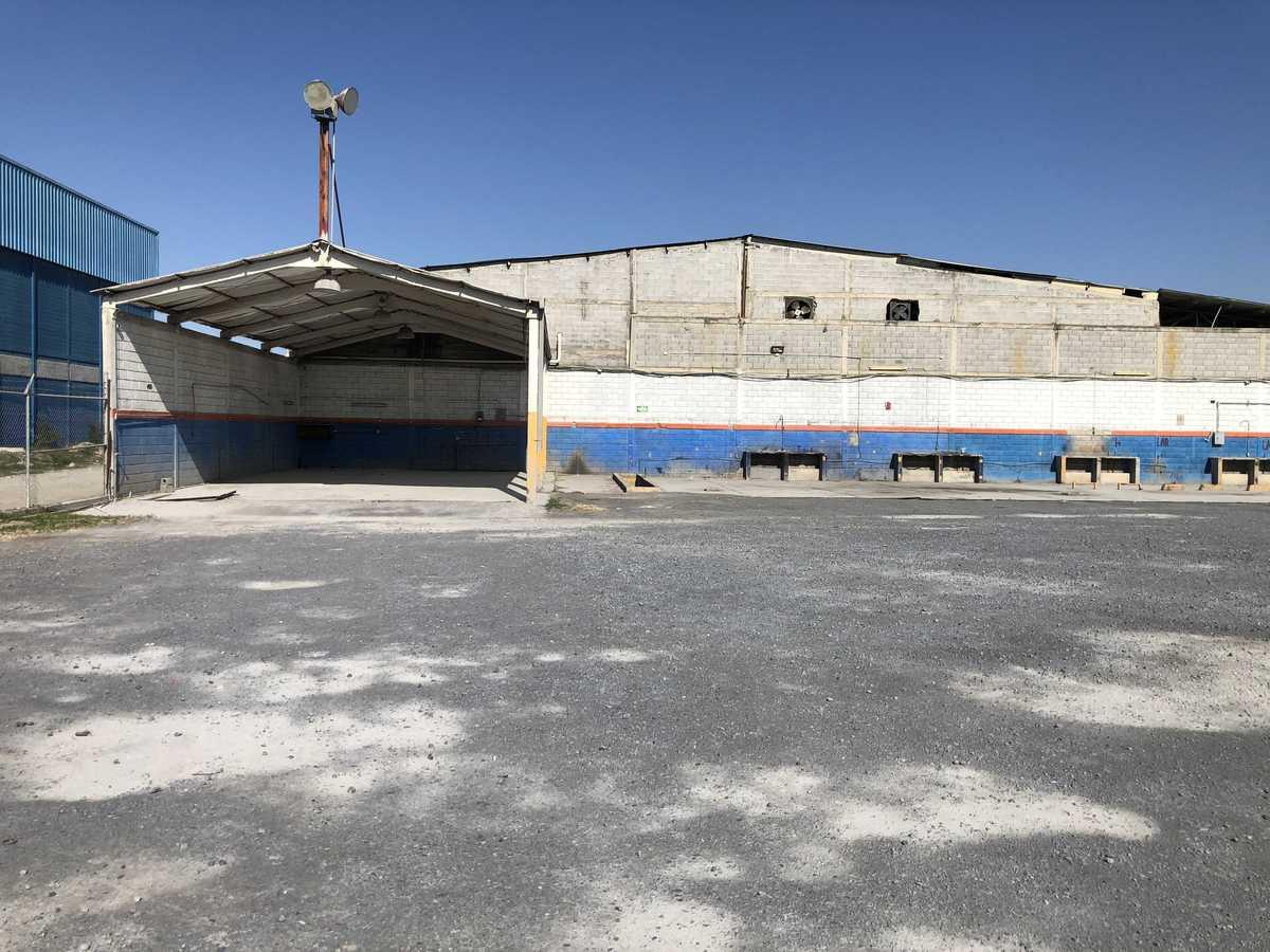 5 de 31: Área techada para taller  y estacionamiento trailers