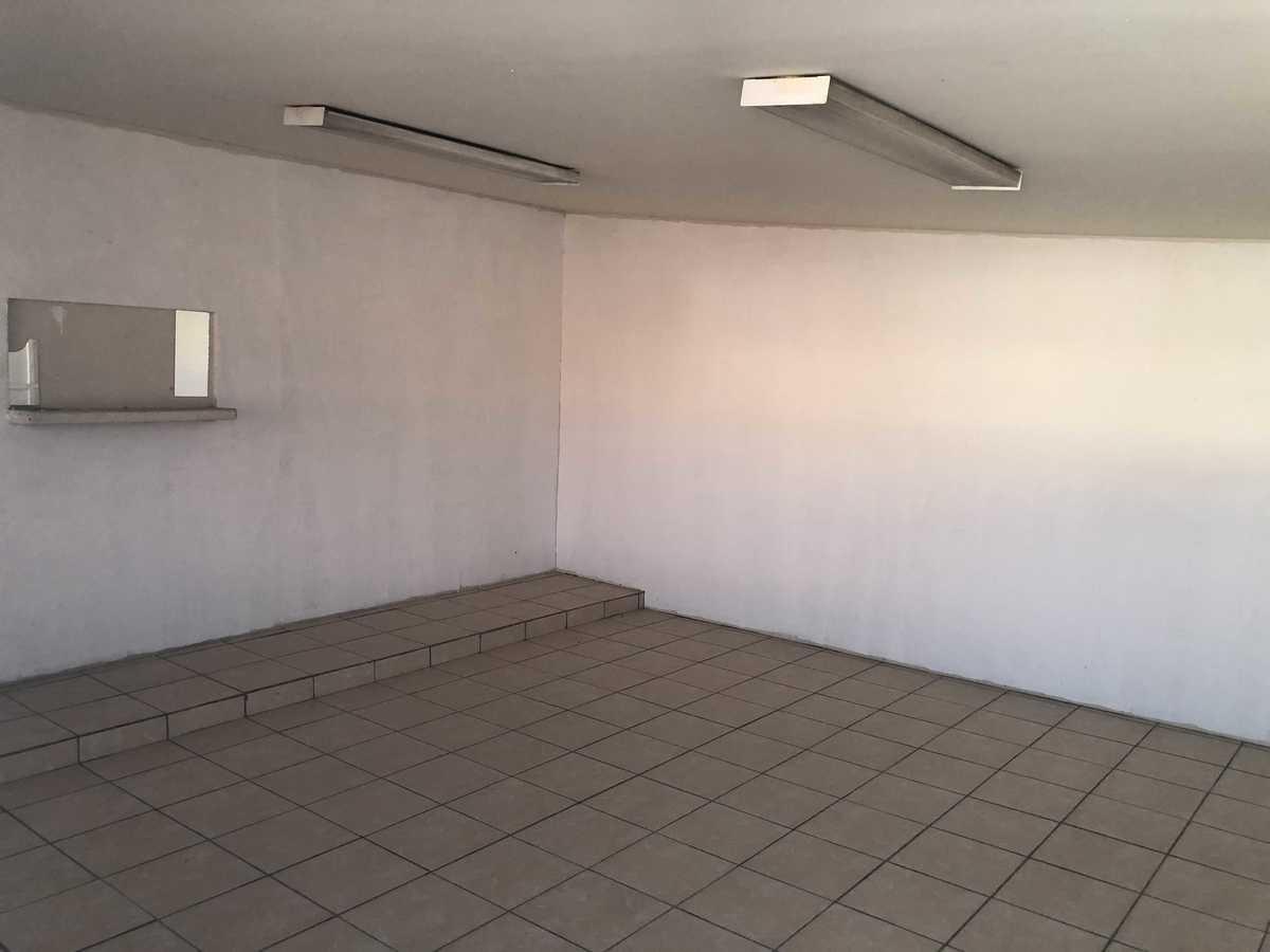 25 de 31: Área de comedor que se puede unir con cocina o con oficinas