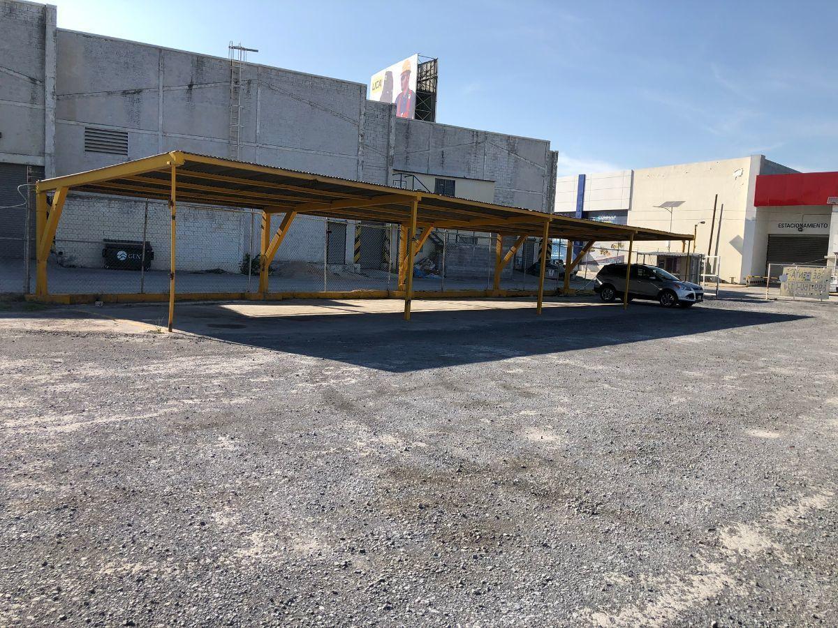 31 de 31: Estacionamiento techado para 8 automóviles