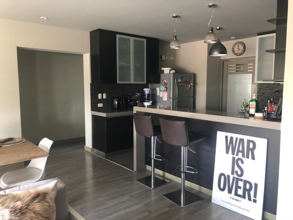 7 de 17: Cocina e ingreso a dormitorios