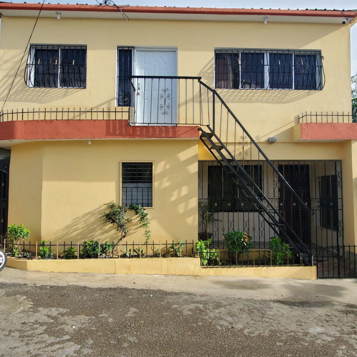 3 de 6: Vista frontal de la fachada. El apartamento es en el piso 1