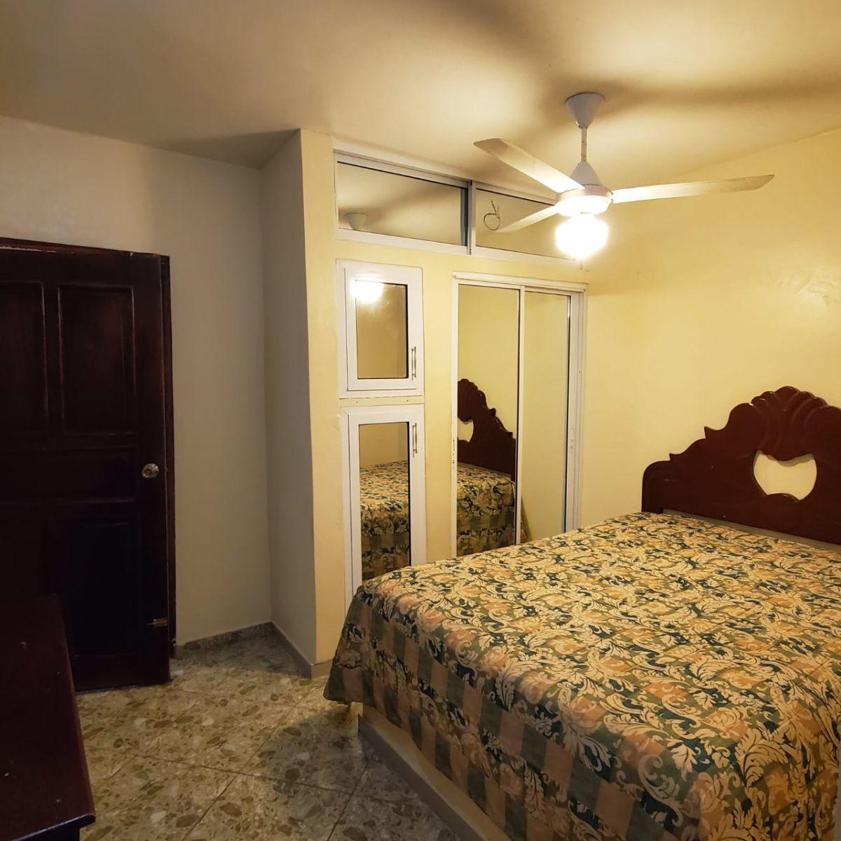 2 de 6: Habitacion con su abanico de techo