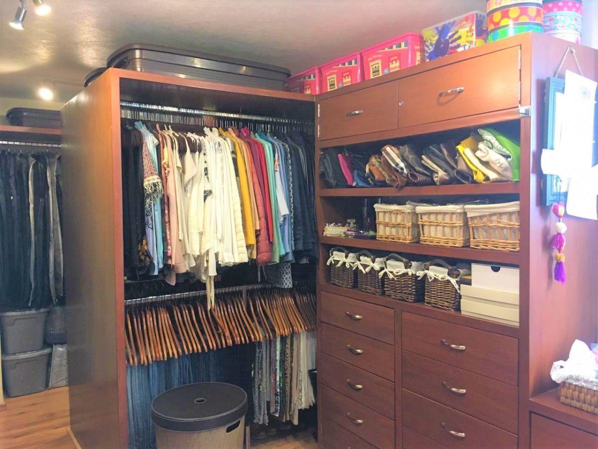 15 de 17: amplio vestidor tamaño de una recámara