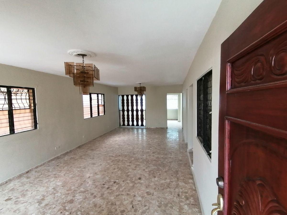 Amplia casa con 4.5 habitaciones y 3 parqueos en SFMimage1