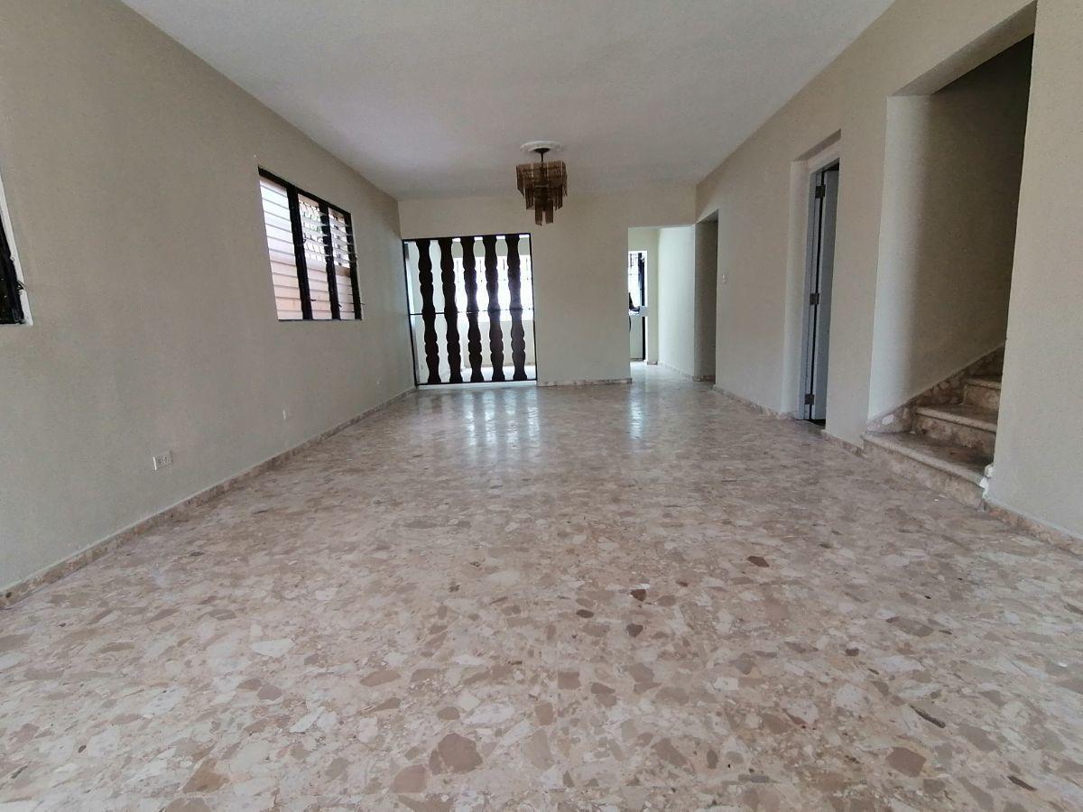 Amplia casa con 4.5 habitaciones y 3 parqueos en SFMimage6