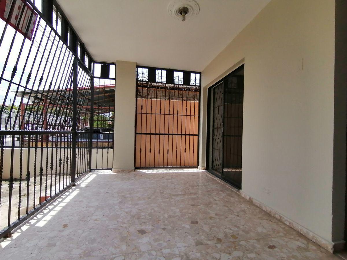 Amplia casa con 4.5 habitaciones y 3 parqueos en SFMimage3
