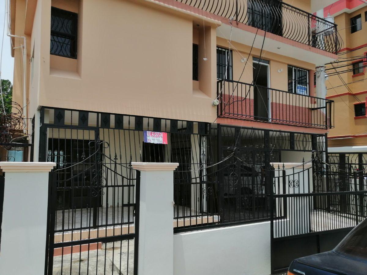 Amplia casa con 4.5 habitaciones y 3 parqueos en SFMimage14