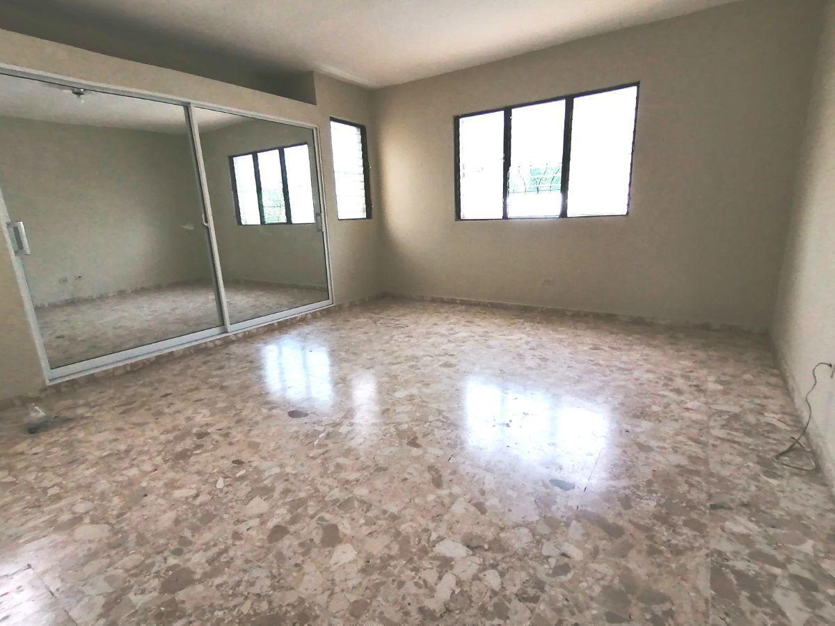 Amplia casa con 4.5 habitaciones y 3 parqueos en SFMimage8