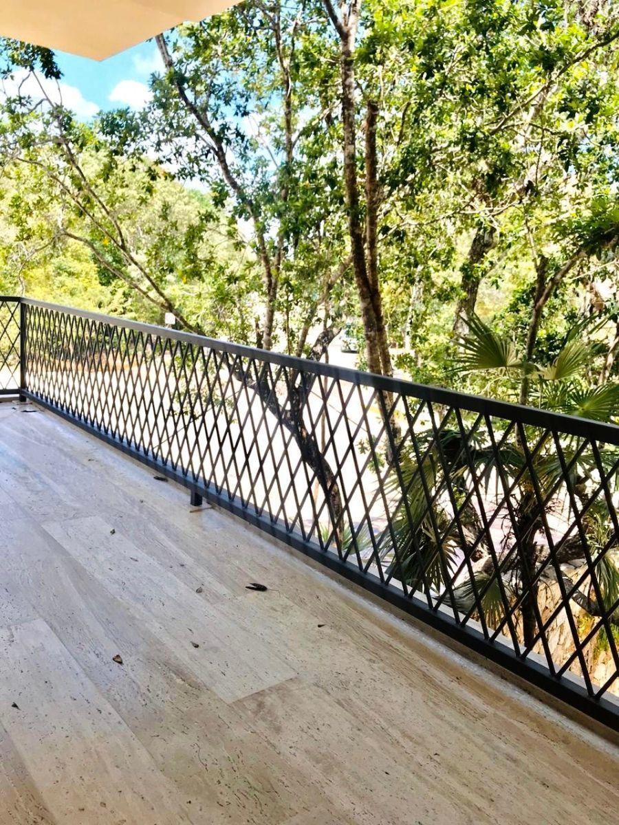 10 de 38: detalle amplio balcon