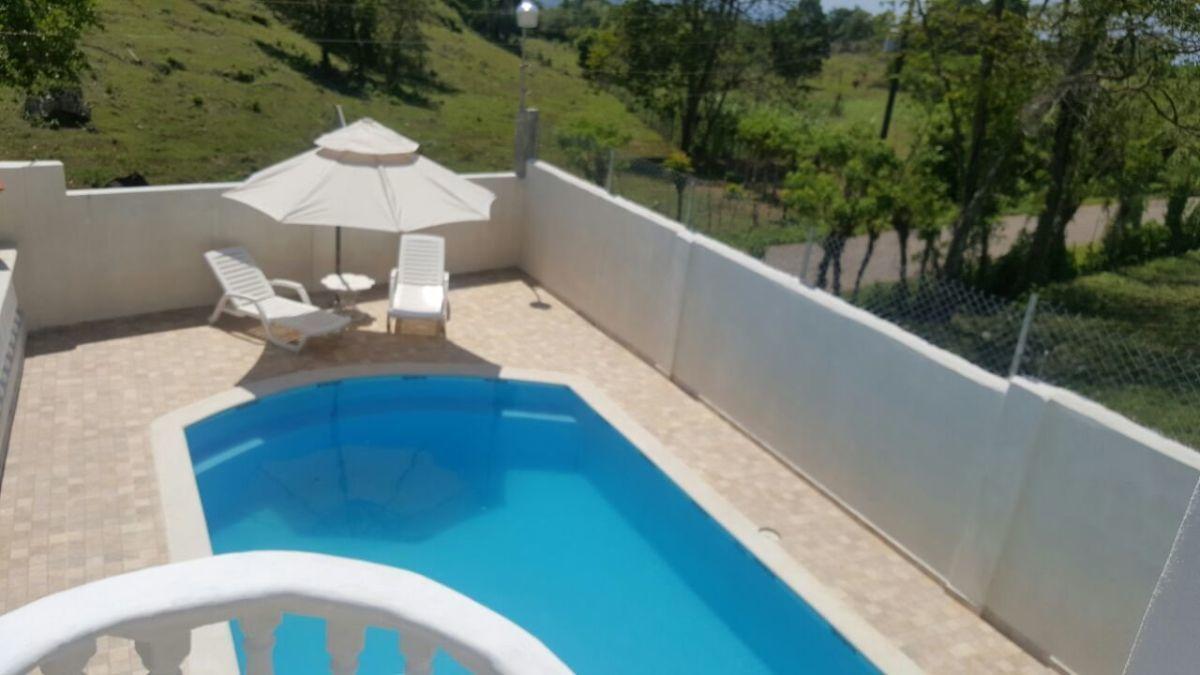 2 de 22: Casa con piscina para que tus ninos disfruten.