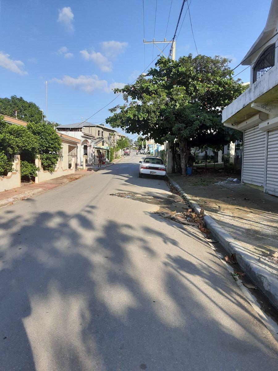 2 de 2: Vista de la calle frente al solar