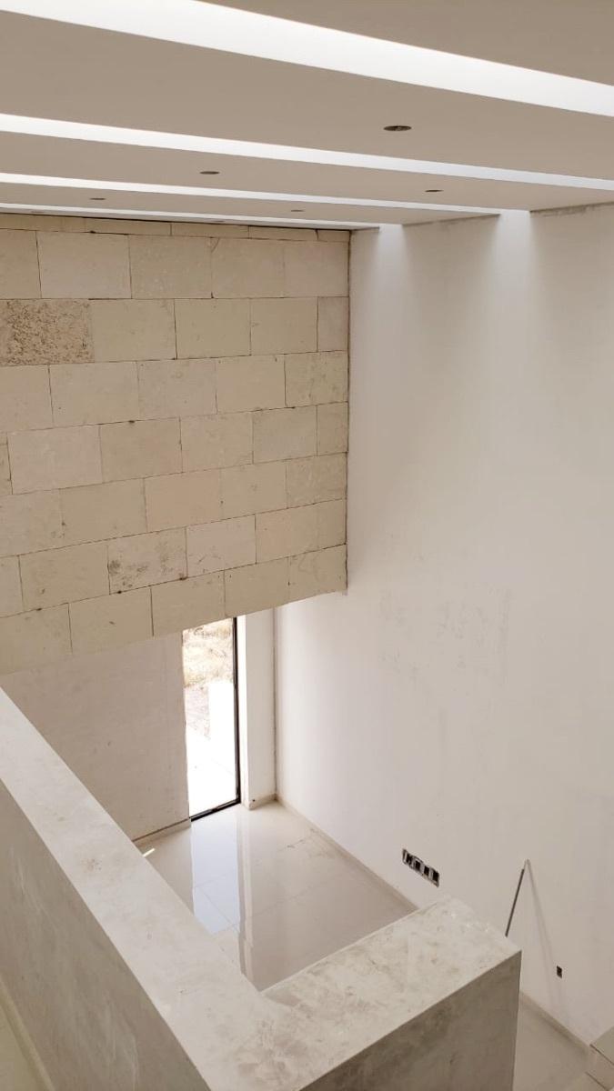 5 de 25: Detalles de muro e iluminación