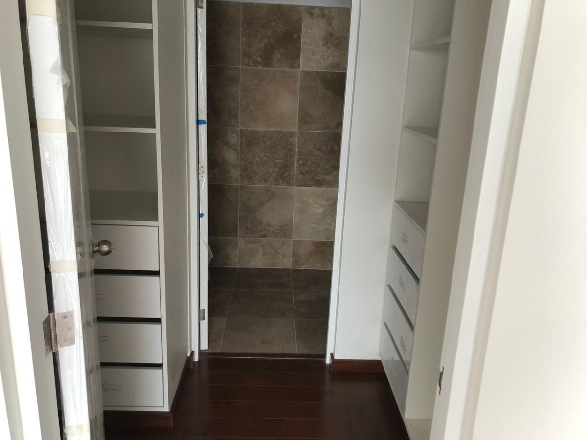 13 de 21: Walk in closet