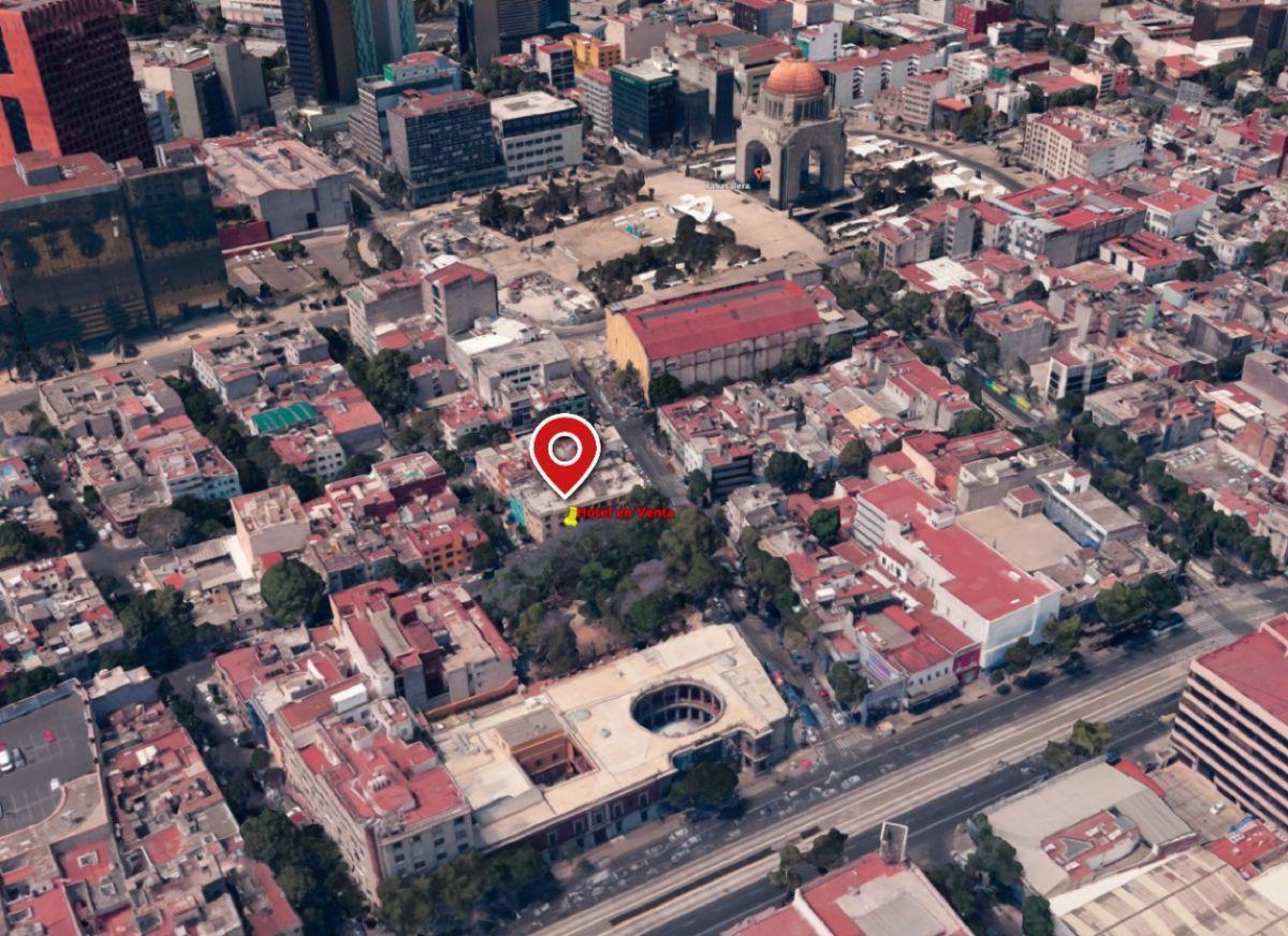 3 of 15: En la parte trasera del Museo Nacional de San Carlos