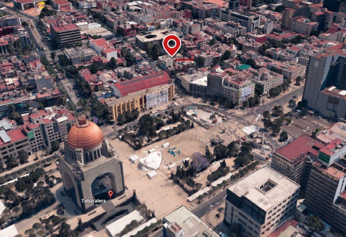 1 of 15: A dos cuadras del Monumento a La Revolución