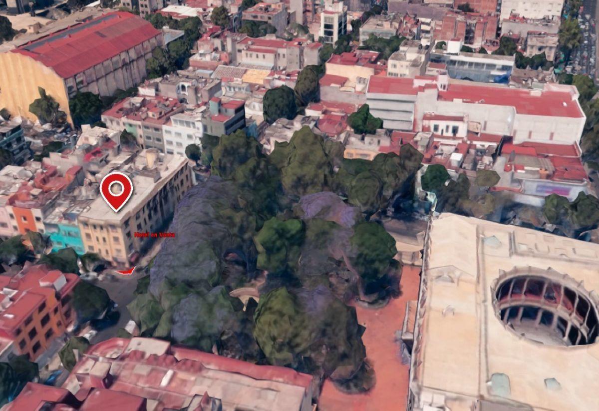 5 of 15: Parque entre inmueble y Museo Nacional de San Carlos