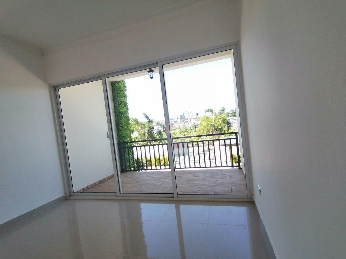 Amplio y moderno apartamento, 2do nivel, salida a Sto. Dgo., SFM.image3