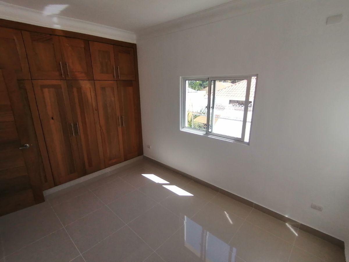 Amplio y moderno apartamento, 2do nivel, salida a Sto. Dgo., SFM.image13