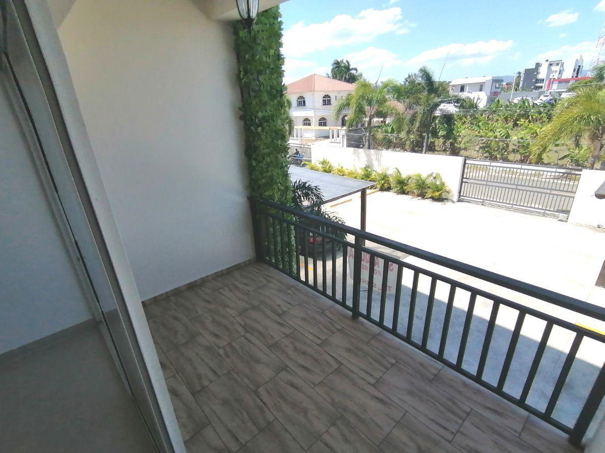 Amplio y moderno apartamento, 2do nivel, salida a Sto. Dgo., SFM.image17