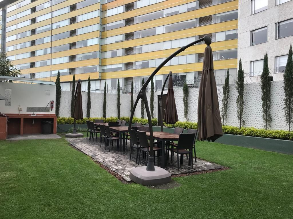 10 de 17: Parrila, Mesas y Sillas para disfrutar al aire libre reunión