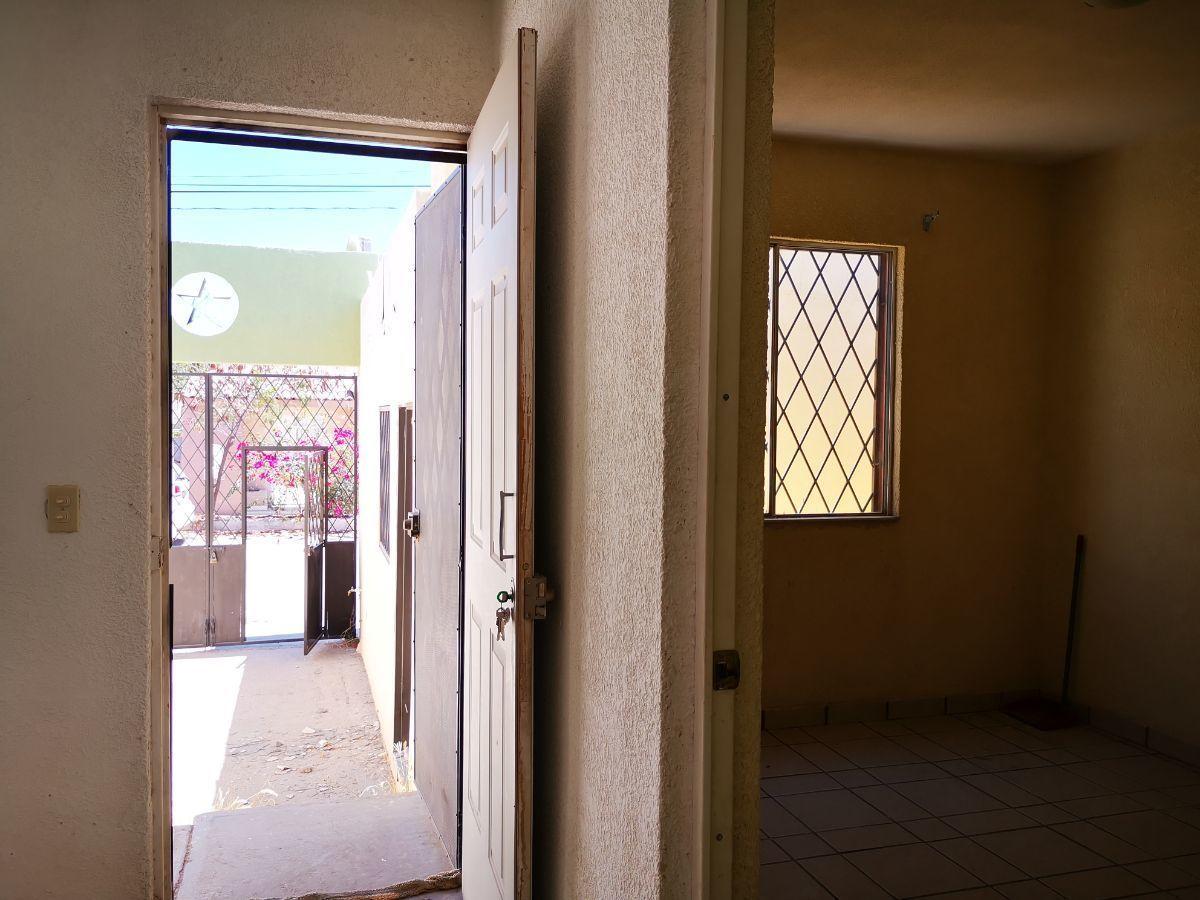 3 de 12: vista desde la sala comedor hacia calle