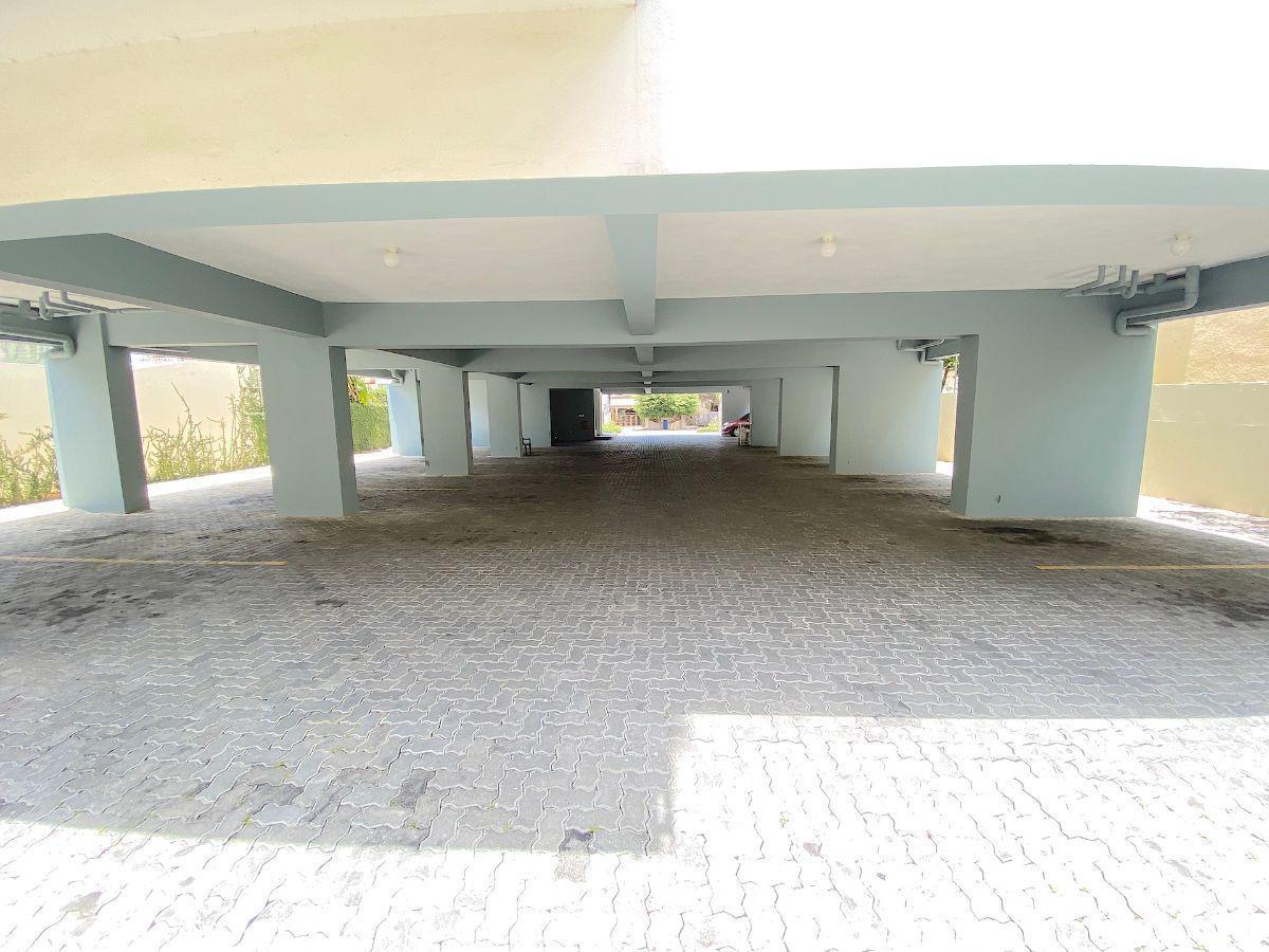 9 de 9: Parqueos techados y no techados
