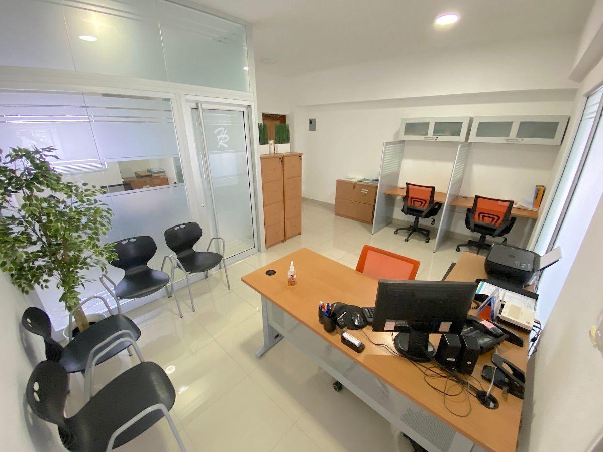 1 de 9: Interior oficina