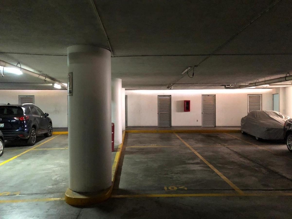 20 de 20: Comodo estacionamiento