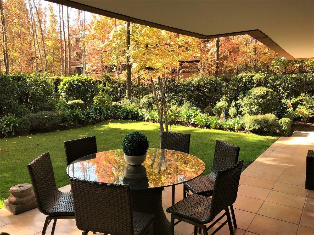 2 de 16: Vista jardín privado departamento desde terraza