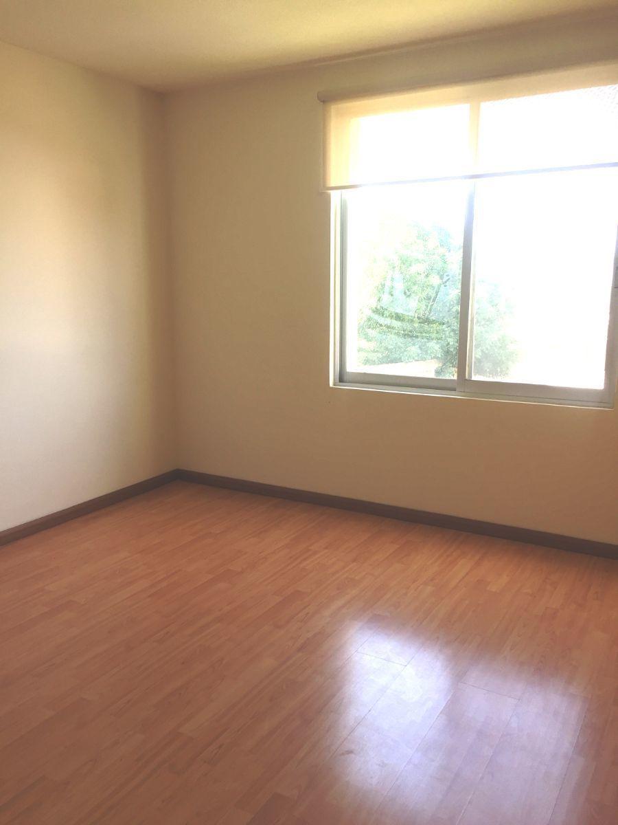 12 de 12: Recamaras con piso laminado
