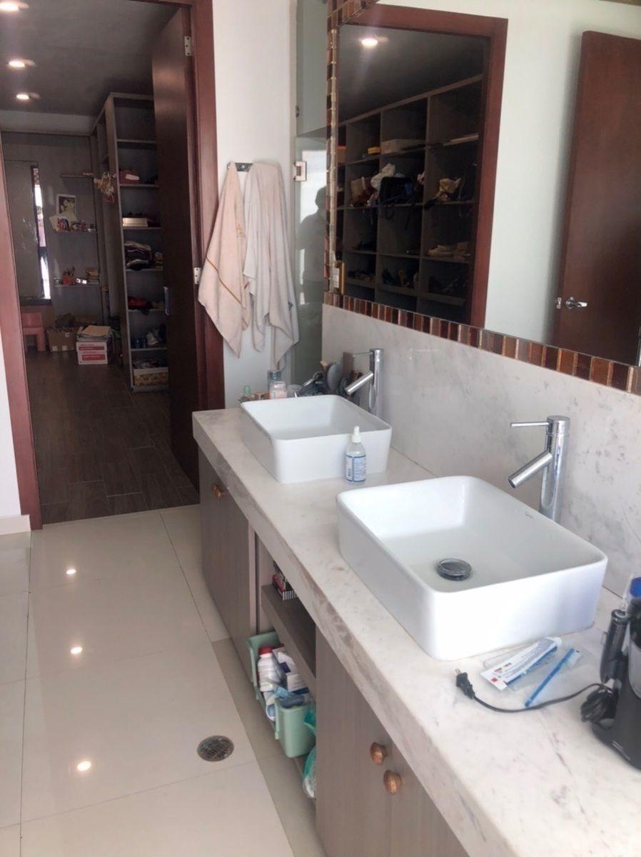 15 de 16: Baño principal