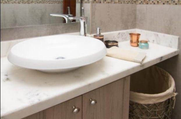 9 de 9: Baño con mueble y espejos
