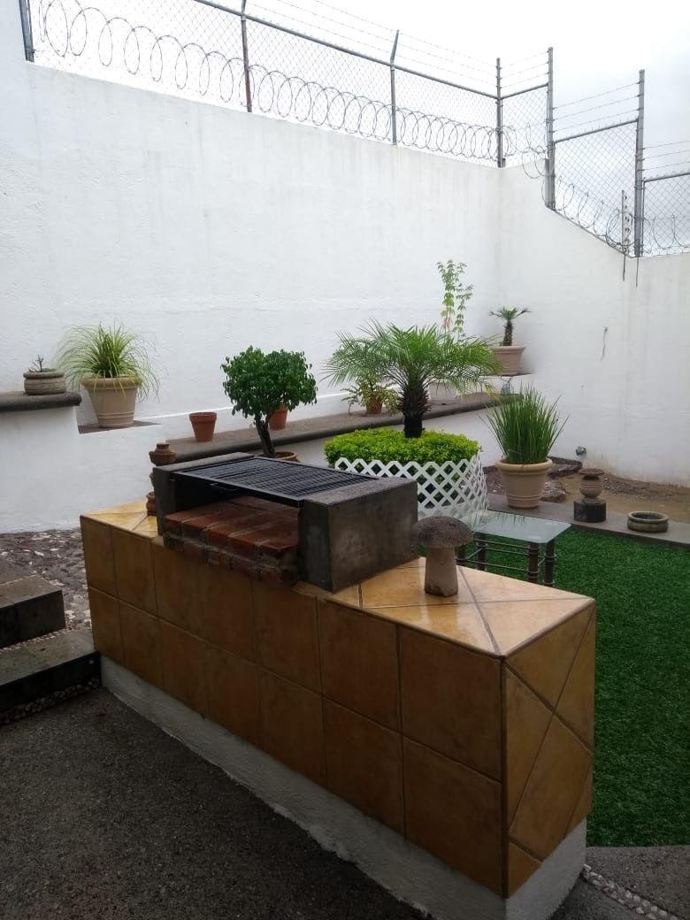 10 de 11: Jardín con pasto sintético
